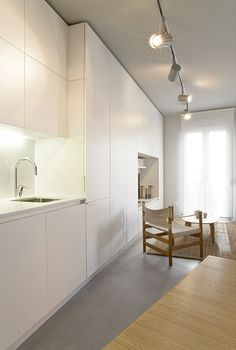Apartment DaDo, Madrid by Iglesias-Hamelen Arquitectos. #minimalistic #kitchen and open-plan living room