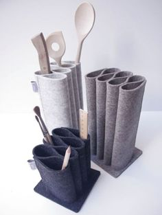 Discover the best tendence 2012 tabletop and kitchen accessories on Dwell fielt.Discover the best tendence 2012 tabletop and kitchen accessories on Dwell fieltromanualidades Felt organizers, by PlingHot Sale BUBM Roll Wire Storage Bag for Digital Felt Diy, Felt Crafts, Fabric Crafts, Diy And Crafts, Modern Kitchen Renovation, Ideias Diy, Felt Decorations, How To Start Knitting, Kitchen Accessories