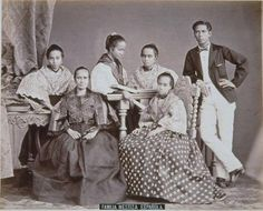 Spanish mestizo family, late 19th century  The population of the Philippines is extremely heterogeneous, and is the fruit of miscegenation with Europeans, Chinese and natives.