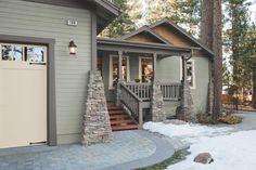 28 Inviting Home Exterior Color Ideas - Exterior colors - Dream houses Green Exterior Paints, Exterior Color Palette, House Paint Exterior, Exterior Design, House Colors Exterior Green, Farmhouse Exterior Colors, Green House Exteriors, Exterior Paint Ideas, Exterior Paint Colors For House With Stone