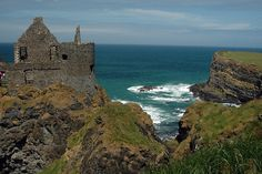 Dunluce Castle, County Antrim - Northern Ireland [photo by amerune]