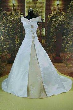 Medievil Wedding Dress - : Bridal And Wedding Jewelry Pagan Wedding, Renaissance Wedding, Wedding Attire, Wedding Gowns, Wedding Designs, Wedding Styles, Medieval Gown, Dora, Medieval Dress