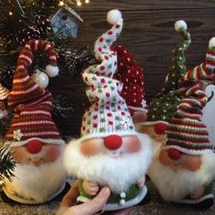 Ever since a visit to Denmark I really liked the Scandinavian Christmas gnomes (or tomte, nisse.) for decoration during the holiday period. After a lot of DIY. Christmas Gnome, Diy Christmas Ornaments, Diy Christmas Gifts, Rustic Christmas, Christmas Projects, All Things Christmas, Holiday Crafts, Christmas Holidays, Theme Noel