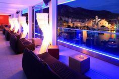 The Top Bar, Adriana Hotel, Hvar, Croácia: luxuoso bar do litoral croata, o The Top Bar do Adriana Hotel é ponto de encontro da elite da do leste da Europa para beber champanhe após passar o dia em seus iates. O ambiente moderno com pistas de dança tem um complemento especial nas vistas sobre Hvar, seu litoral, e as ilhas Paklinski