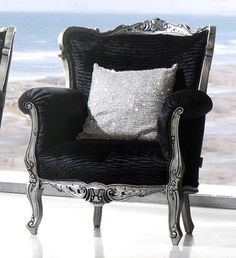 Magnus Black and Silver Grand chair