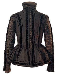 Grave robe of ooffice of Frederick Berg, 1575, Photo: UMJ - I WANT THIS FOR FENCING!!!