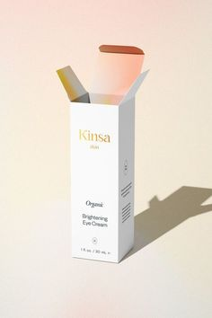 Organic Branding for Skinsa Skincare by Lara Scarr Kinsa only uses natural, organic ingredients to provide you with the best natural skin care. We wanted to create something fresh, modern and innovative, with an uplifting energy that promotes body positivity. Minimal, high end beauty logo + packaging design by Lara Scarr Design #skincarebrand #skincarevisualidentity #modernbranding #custombranding #logo #skincarelogo #organicskincarebrand Skincare Logo, Best Natural Skin Care, Beauty Logo, Packaging Design Inspiration, Creative Design, Minimal, Branding, Positivity, Organic