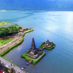 """Ulun Danu Temple from bird view ••••••••••••••••••••••••••••••••••••••••••••••••••••••• An amazing photo regram from : @horse_power """"Ulun Danu Temple, Baturiti, Bali"""" Let's sharing your amazing moment with #balidaily✌️ Need more interesting information ? Don't forget to add our offficial Line Account @balidaily (don't forget to use @) Or you can just click the link on our profile"""