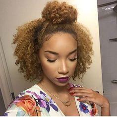Penteados para cabelos crespos e cacheados: half bun
