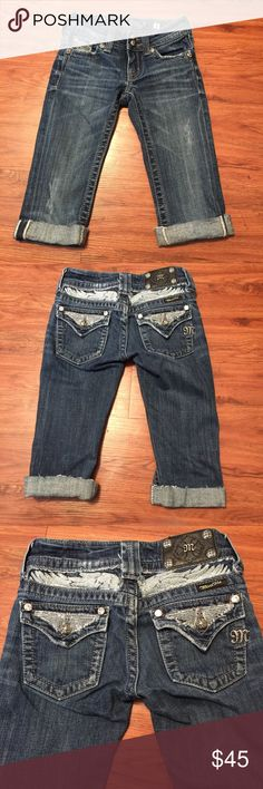 👖Girls Miss Me Capris👖 Girls miss me Capris is very good condition worn once! No flaws (See Photos) Miss Me Bottoms Jeans