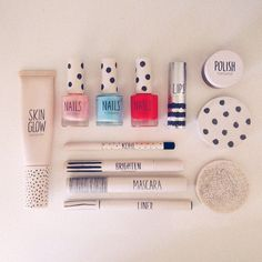 Starting to pack. This is only half #topshop #makeup - http://instajelly.com/lsiss Lauren Sissons Instagram