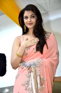 Aishwarya Rai Bachchan caught with a new look prior to go to Cannes Festival. Aishwarya Rai Bahchan will fly to Mangalore, Actress Aishwarya Rai, Bollywood Actress, Aishwarya Rai Bachchan, Indian Beauty Saree, Indian Sarees, Most Beautiful Indian Actress, Most Beautiful Women, Modern Saree