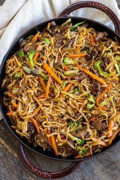 Looking for a simple beef lo mein recipe that is better than any you get from take out? Love beef lo mein as much as me, you need this recipe lo mein recipe chinese food stir fry Beef Lo Mein Recipe - Easy Beef Lo Mein Healthy Beef Recipes, Beef Recipes For Dinner, Stir Fry Recipes, Ground Beef Recipes, Meat Recipes, Cooking Recipes, Game Recipes, Recipes Using Beef Broth, Crockpot Beef Recipes