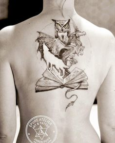 Lower Back Tattoos 93652 A reading lover. Writer Tattoo, Book Tattoo, Cover Tattoo, Kunst Tattoos, Body Art Tattoos, Girl Tattoos, Blackwork, Tattoos For Lovers, Tattoos For Women