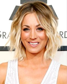 6 Great Balayage Short Hair Looks – Stylish Hairstyles Beachy Hair, Beach Wave Hair, Beach Waves, Blonde Roots, Blonde Hair, Blonde Waves, Lob Hair, Wavy Hair, Blonde With Dark Roots