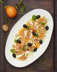 Clementine and fennel salad/ Recipe:  http://www.underthealmondtree.com/2013/03/05/clementine-and-fennel-salad/