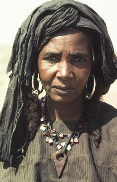 Femme touaregue. Tenere. Niger. Photo by Georges Courreges
