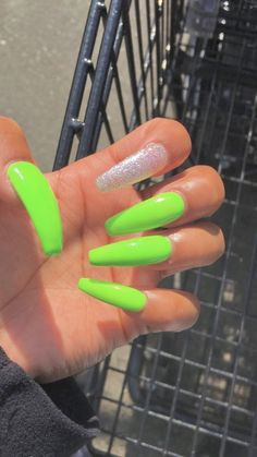 What you need to know about acrylic nails - My Nails Summer Acrylic Nails, Best Acrylic Nails, Acrylic Nails Green, Coffin Nails Designs Summer, Coffin Nails Long, Long Nails, Lime Green Nails, Aycrlic Nails, Glitter Nails