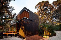 Imagen 1 de 19 de la galería de Casa Bajo Pohutukawa / Herbstarchitects. Fotografía de Patrick Reynolds