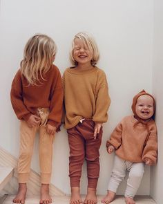 Obsessed with the kiddos in our boxy knit sweaters - Bianca Stock - Kindermode Baby Outfits, Fashion Kids, Fashion Clothes, Fashion Fashion, Retro Fashion, Cute Babies, Baby Kids, Little Children, Foto Baby