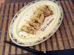 I gyoza, ravioli giapponesi sono un'ottimo piatto giapponese, si servono come antipasto,ma potete anche usarli come primo piatto, come ho fatto io, accompa
