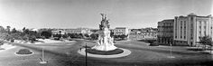 Entrecampos, anos 30 Portugal, Lisbon, Statue Of Liberty, Places To Travel, Paris Skyline, War, Urban Design, Old Pictures, 1930s