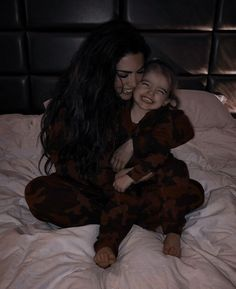 Cute Little Baby, Cute Baby Girl, Mom And Baby, Little Babies, Cute Babies, Cute Family, Baby Family, Family Goals, Family Kids