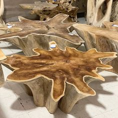 Rustic decor is as popular now as it has been for generations. Rustic style decor appeals to those who have … Tree Stump Coffee Table, Natural Wood Coffee Table, Driftwood Coffee Table, Tree Trunk Table, Coffee Table Base, Wood Table Design, Coffee Table Design, Log Furniture, Unique Furniture