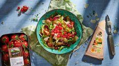 Letní salát s rybízem a hoblinkami parmezánu - BILLA Gusto Academy