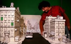 Artist, graphic designer, product designer and all around good guy Amierinkz took on the challange to create a paper model NYC neighborhood ...