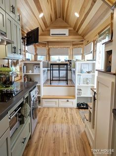 Best Tiny House, Modern Tiny House, Tiny House Cabin, Tiny House Plans, Tiny House On Wheels, Tiny House Office, Bus House, Tiny House Movement, Small Room Design