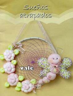 Baby Dream Catcher - Free pattern (scroll down) and step by step Photo tutorial - Bildanleitung und gratis Schnittvorlage - MUÑEQUERIA SOFT No. 38 - Marcia M - Picasa Web Albums Sewing Crafts, Sewing Projects, Projects To Try, Birthday Centerpieces, Tiny Dolls, Sewing Dolls, Soft Sculpture, Softies, Diy And Crafts