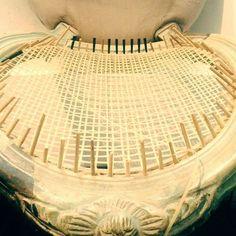 2° parte da restauração pronta. Processo manual do começo ao fim!  #cadeira #cadeiradepalhinha #palhinha #silla #rejilla #canespotting #chair #chaircaning #restored #restore #craftsman #craft #decorhome #decor #decoração #decorations #inspiration #interiors #interiordecor #noiteboa #noite #boanoitee #boanoite #boanoiteee #goodnight #follow4follow