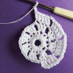 Vánoční dekorace: Návod na obháčkovanou kouli 5 Crochet Earrings, Mini, Blog, Winter, Winter Time, Winter Fashion