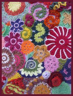 Cobertor de crochê freeform para dar asas à imaginação.