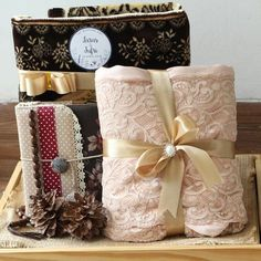 New Diy Beauty Gifts Basket 34 Ideas The Effective Pictures We Offer You About diy beauty hacks A quality picture can tell you many things. You can find the most beautiful pictures that can be present Wedding Hamper, Wedding Gift Baskets, Best Wedding Gifts, Wedding Favor Boxes, Diy Wedding Favors, Diy Beauty Gift Basket, Simple Weddings, Wedding Simple, Trendy Wedding