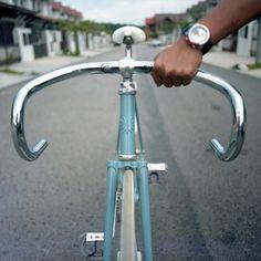 blue bike Velo Retro, Velo Vintage, Vintage Bicycles, Bike Mtb, Cycling Bikes, Old Fashioned Bike, Bici Fixed, Fixed Gear Bike, Speed Bike