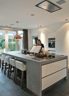 Materiaalgebruik keuken keukenraam (incl deuropening in raam) Kitchen Living, New Kitchen, Kitchen Interior, Kitchen Decor, Kitchen Ideas, Living Room, Concrete Kitchen, Kitchen Flooring, Kitchen Tile