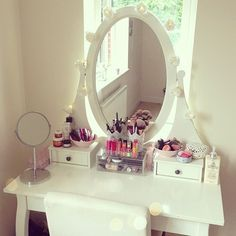 white make up dresser