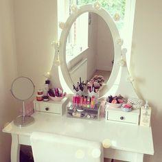 white make up dresser