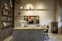 Boutique Interior, Small Office, Hotels And Resorts, Coffee Shop, Corner Desk, My House, Concrete, House Design, Interior Design