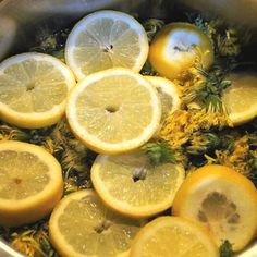 Pampeliškový med nejen výborně chutná, ale zároveň prospívá zdraví. Odkaz na recept jeho přípravy je v biu🍯🏵️ #pampeliskovymed #med #pampelisky #pampeliska #pampeliškovýmed #zdravi #zdravinaprvnimmiste #zdravizprirody #domacimed #cisteniorganismu #smetankalekarska #medzpampelisek Med, Orange, Vegetables, Fruit, Vegetable Recipes, Veggies