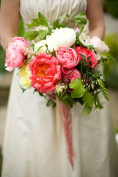Beautiful spring bouquet for Irish wedding | Photography: Elisha Clarke Photography - elishaclarke.com/ Read More: http://www.stylemepretty.com/destination-weddings/2014/11/20/irish-spring-wedding-at-doonbeg-lodge/