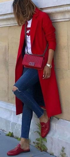 Style Inspiration red coat outfits Buying Baby Clothes Online Article Body: Today's parents have mor Tomboy Fashion, Fashion Mode, Look Fashion, Womens Fashion, Dress Fashion, Fashion Outfits, Stylish Outfits, Modern Fashion, Fashion Clothes