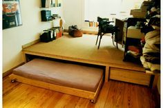 for the children& room . Sofas For Small Spaces, Tiny Spaces, Loft Spaces, Small Space Living, Small Apartments, Loft Bed Plans, Above Couch, Hidden Bed, Bed Platform