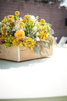 Spring Summer Green Ivory Yellow Centerpieces