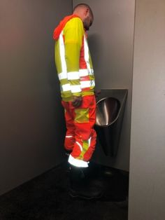 Hi Vis Workwear, Sexy Military Men, Working Man, Hot Hunks, Construction Worker, Mature Men, Cycling Outfit, Beautiful Smile, Sexy Men
