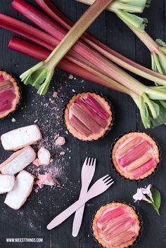 Tartelettes mit Rhabarber und Biscuits Roses de Reims