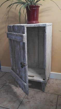 29 Ways To Be Sustainable by Decorating With Wooden Crates  usefuldiyprojects.com decor ideas (13)