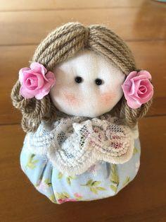 Knitted Dolls, Felt Dolls, Baby Door Hangers, Mode Kawaii, Homemade Dolls, Sewing Dolls, Cartoon Wallpaper, Fabric Dolls, Puppets